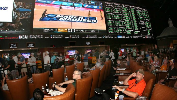 A Guide to Legal NCAA Sweet 16 Betting, Online or in Person